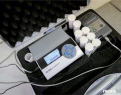 Анализатор можно перевозить в контейнере — это нужно для проведения теста на дому или, например, в офисе. Подключить его можно и к автоприкуривателю.